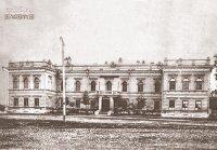 An ensemble of buildings: a bank, an outbuilding of the bank