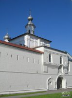 Надвратная  Воздвиженская церковь со Святыми воротами
